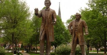 Lincoln-Douglass-Debate-Sculpture