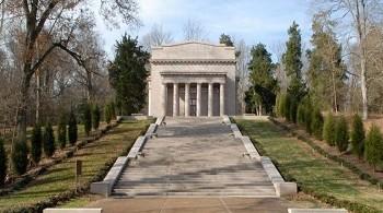 Lincoln Memorial in Sinking Spring Farm